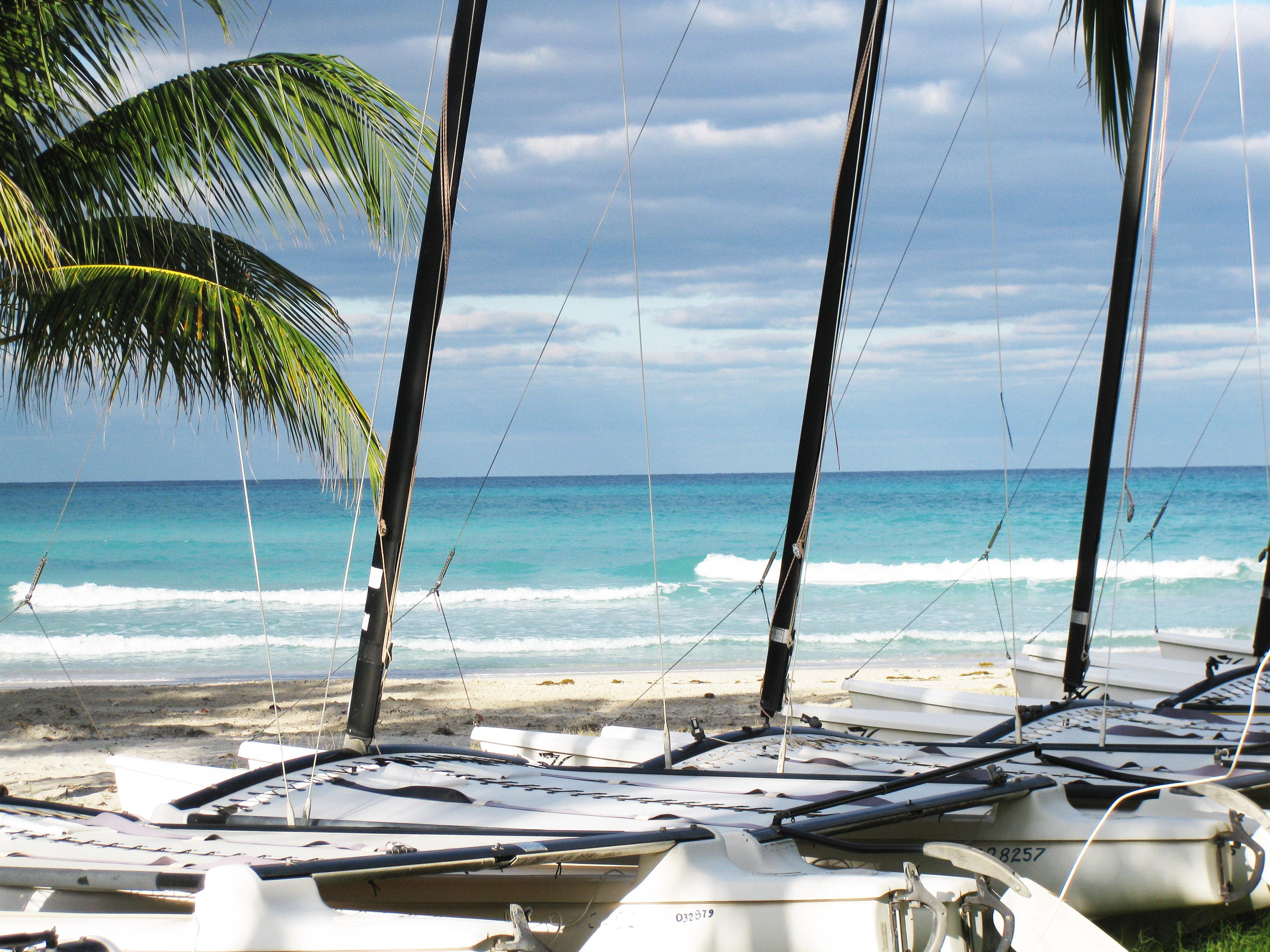 Katamarane auf Kuba, aufgebaut für die Gäste aus dem Ausland