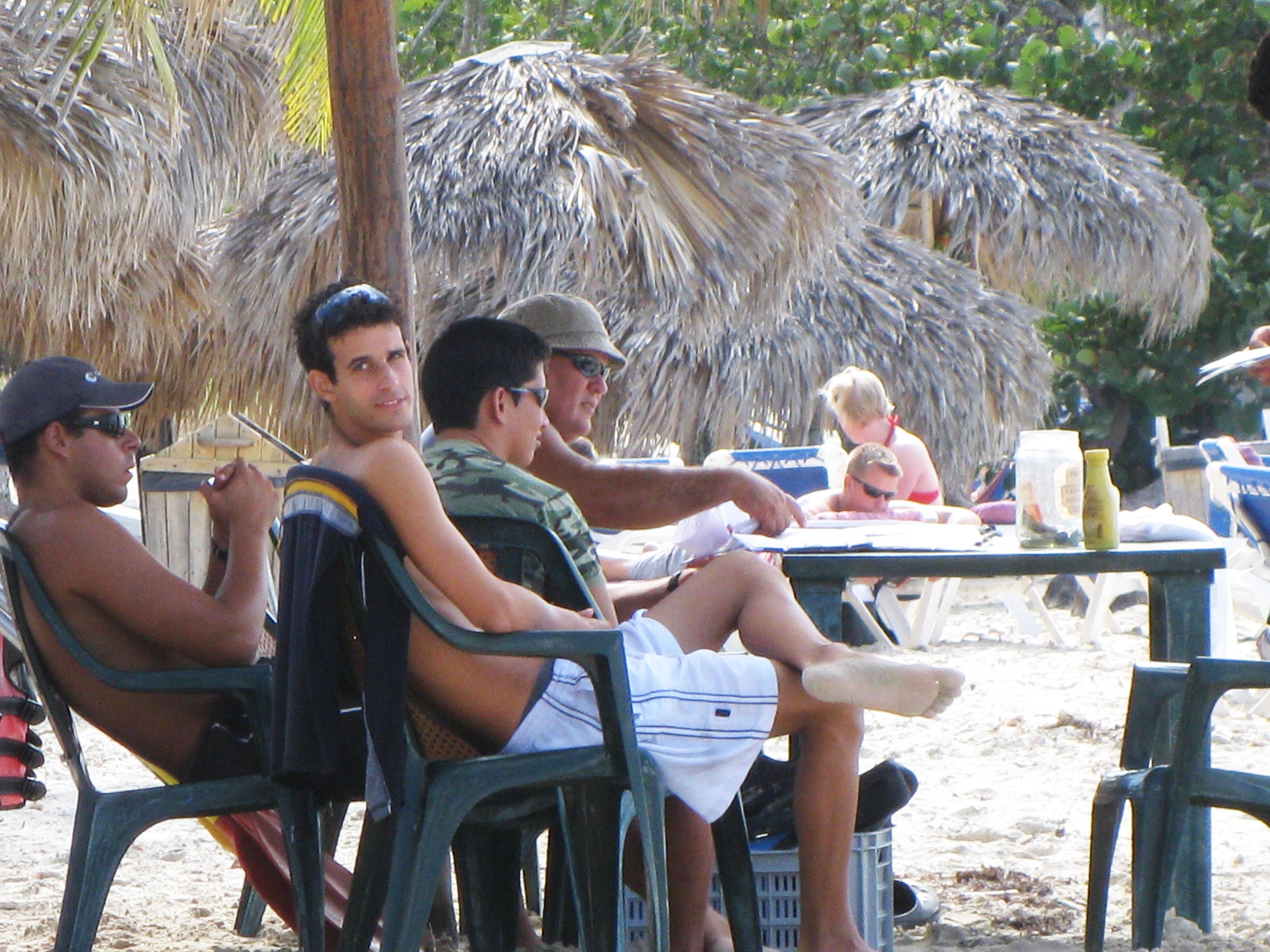 kubanischen Katamaransegler warten auf Touristen, mit denen sie